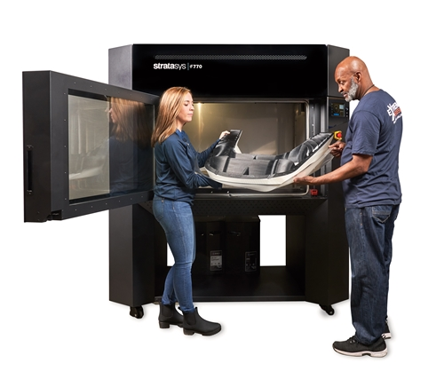 A Stratasys F770™ 3D nyomtató a piacon leghosszabb teljesen fűtött építési kamrával rendelkezik – 1171 milliméter az átlómérete