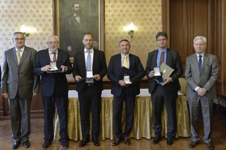 Az Ipar 4.0 kitüntetettjei és a díjat átadó ITM államtitkárok
